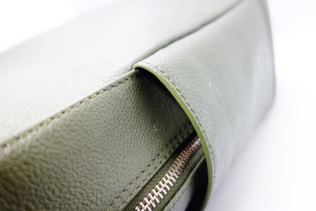 モレスキンリュックのサイドポケット